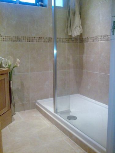 Bathroom Tiles Grimsby : Bathrooms and tiling by ceramic stiles tile laying