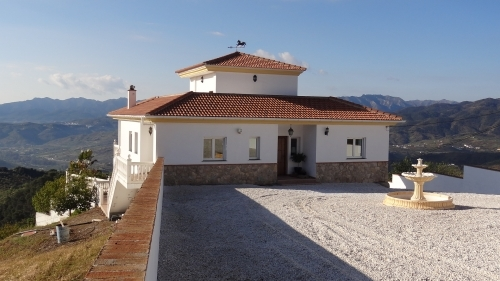 Spanish Villa to rent in the Sierra de les Nieves Mountains Alozaina Southern Spain