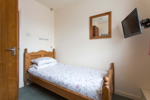 Oakwood B&B Heathrow. Single Standard, Shared Shower