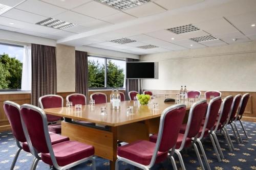 Hilton Basingstoke Hotels In Basingstoke The Sun