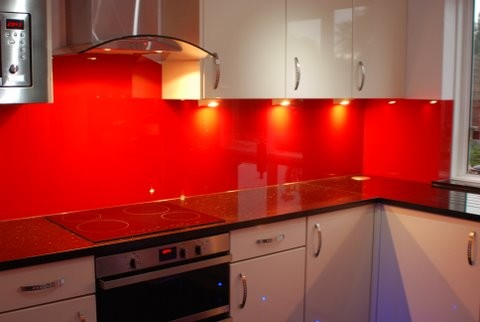 Coloured glass splash backs to any RAL colour. Glass splash back in Basingstoke, Hampshire