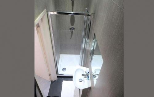 Shower at Abercorn House London