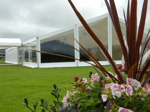 Marquee with panoramic / clear gable end