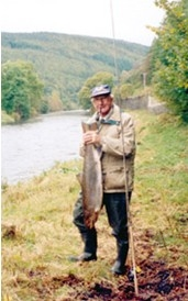 BERT MORRIS WITH A 20 POUNDER, RIVER TWEED