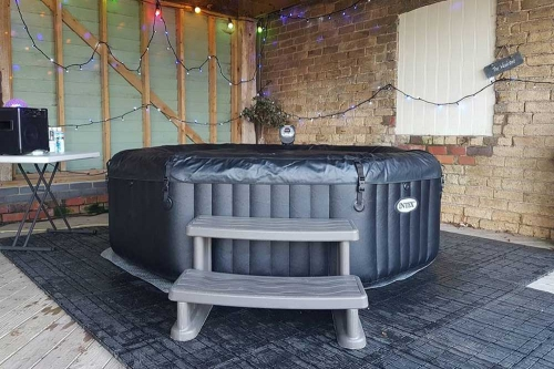 Deluxe Hot Tub Hire